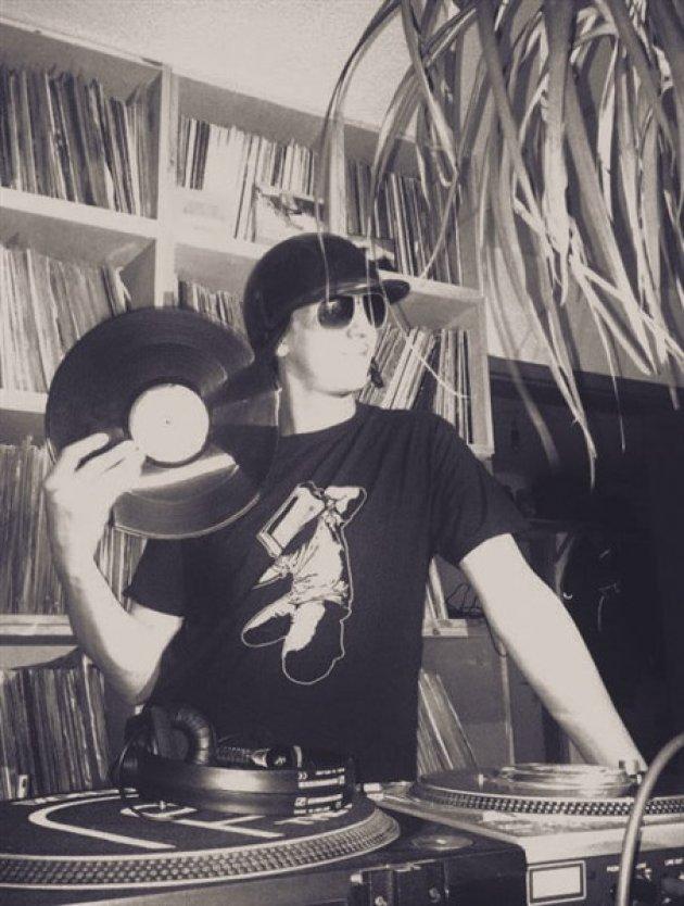 Mann, Helm, Platte, Vinyl, Regal, Rack, Turntable, Plattenspieler, Palme, Sonnenbrille