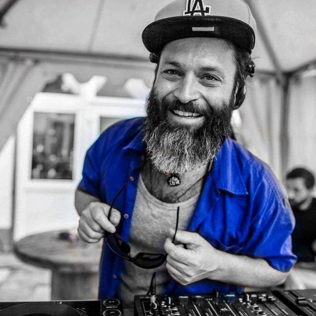 DJ Flowin Vibes, Man, Beard, Hat, Cap, Sunglasses, Effect, Blue, S/W, Headset, Kopf, Sonnenbrille, Effekt, Schwarz-Weiss, Mütze, LA Lakers