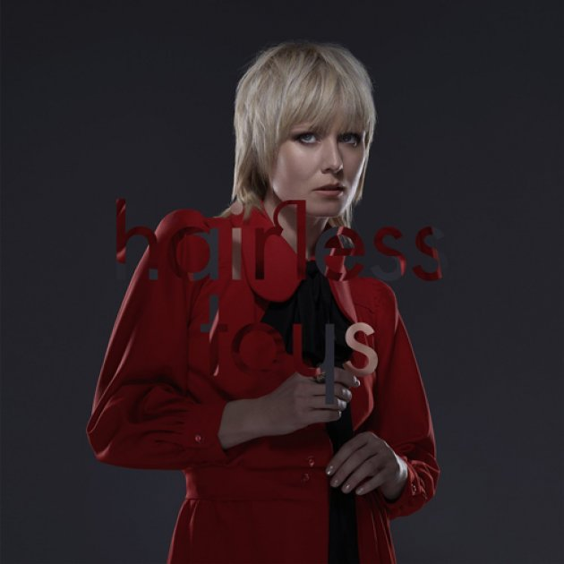 Hairless Toys, Roisin Murphy, Roter Mantel, blonde Haare, Gesicht, Hände