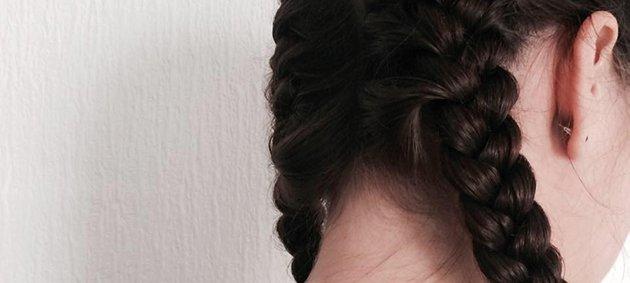 Braune Haare, Weiße Wand, Ohren Mädchen, Brown Hair, White Wall, Ears, White Woman, Back, Head, Kopf, Weisse Frau